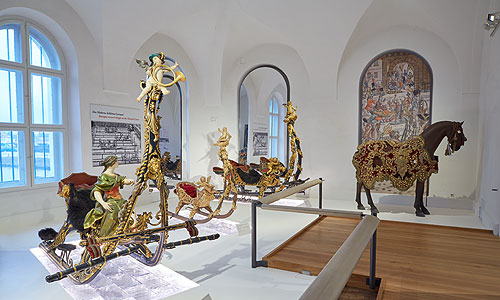 Picture: Room with baroque sleighs
